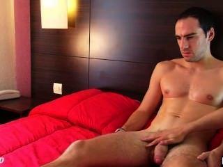 Benoît, उसकी 1srt अश्लील वीडियो में एक असली सीधे आदमी अपने विशाल मुर्गा wanked हो