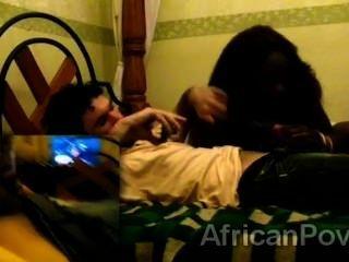 तेजस्वी अफ्रीकी वेश्या शौकिया दृश्य में एक प्रतिभाशाली पर्यटकों को प्रसन्न दांग