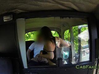 अच्छा गधा श्यामला बेकार है और टैक्सी में बेकार