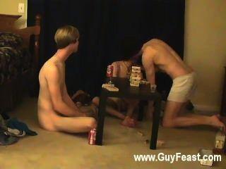 ट्रेस और विलियम के लिए उनके ताजा सहयोगी ऑस्टिन के साथ एक साथ मिलता है