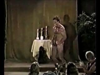 मंच पर गर्म बीओडी नग्न dads
