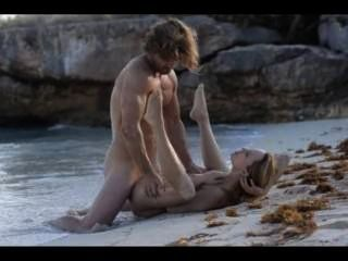 समुद्र तट पर सींग का बना युगल के चरम कला सेक्स