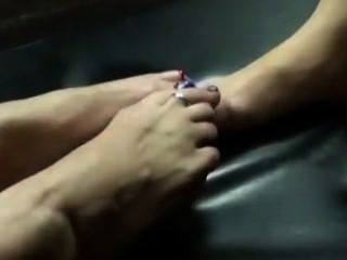 मां सौतेली बेटी footsies