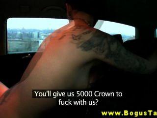 यूरो टैटू आकर्षक cabbie के साथ त्रिगुट चाहता है