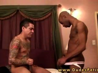 टैटू समलैंगिक Dom उसके काले उप सज़ा