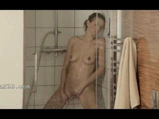 सुंदर स्नान में पहुँचने संभोग