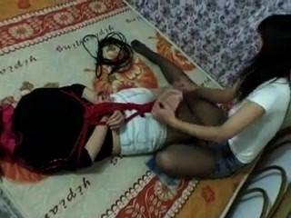 hogtied और गुदगुदी चीनी लड़की!एफ / एफ