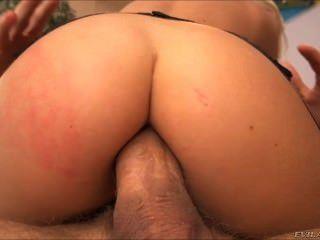 सेक्सी जेसी वाल्ट दोनों छेद में इसे लेता है