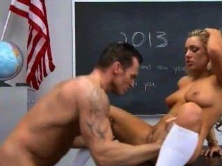 ठीक छात्रा बुद्धि बड़े स्तन हार्ड fucks