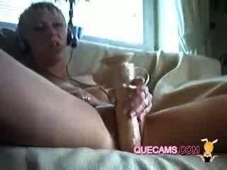 सुंदर महिला वीडियो चैट में संलग्न - सत्र 584