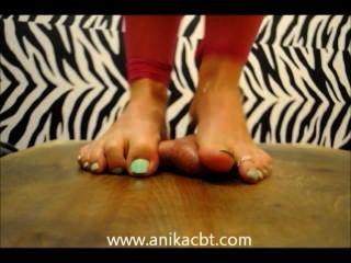 अनिका उसके दास मुर्गा stomps anikacbt.com