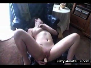 संचिका जेनिफर dildo के साथ उसे गंजा बिल्ली हस्तमैथुन