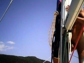 नाव पर काम