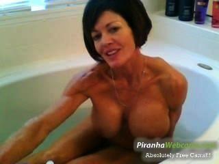 horniest और बहुत muscled दादी स्नान टब वेबकैम पर पहल