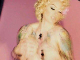 गर्म टैटू लड़की - एमी delacroux