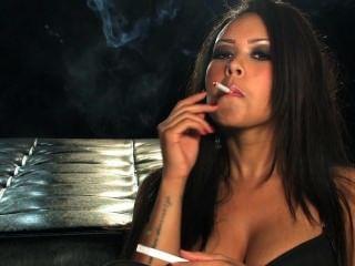 Corine धूम्रपान