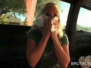 गोरा गंदा शौकिया बस में सेक्स के बाद फूहड़ हो जाता है