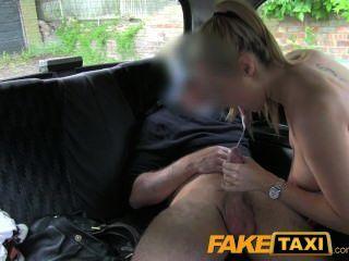 टैक्सी बदला में FakeTaxi गर्म गोरा पुलिस महिला