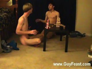 समलैंगिक वीडियो ट्रेस और विलियम अपने नए दोस्त के लिए ऑस्टिन के साथ संयुक्त रूप से मिलता है