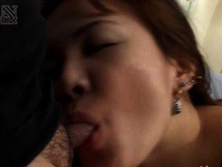 एक होटल के कमरे में टोक्यो से एशियाई कमबख्त
