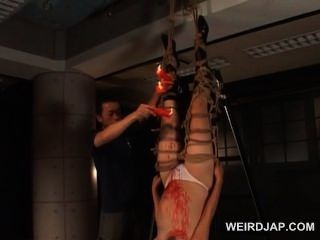 घसीट एशियाई गर्भवती गुलाम हो जाता है मोम पर dripped उसकी