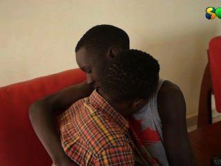 मिठाई अफ्रीकी twinks गर्म हो रही