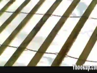 lana voyeurs उसके स्तन yhooku पर तेल मलना की सुविधा देता है
