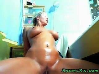 xcamsxx.com ली पर वेबकैम पर Busty Masturbates