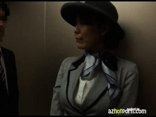 एक सार्वजनिक लिफ्ट में एशियाई सेक्स
