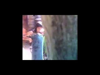 भारतीय किशोर स्नान आउटडोर