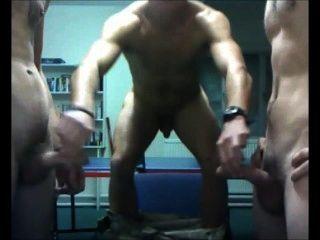 अच्छा लंड कैम पर खेल के साथ अंग्रेजी सैनिकों
