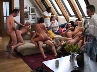 घर में नंगा नाच