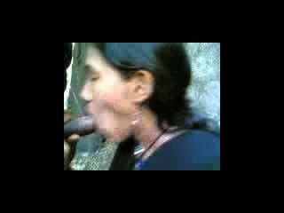 भारतीय लड़कियों कॉलेज परिसर में अपने BF डिक चूसना