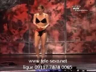 महिला जादूगर चरण www.tele-sexo.net पर पूरी तरह से नग्न हो जाता है 09117 7878 00