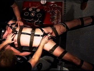 चरम विद्युत मजबूरी में निलंबित कर दिया।