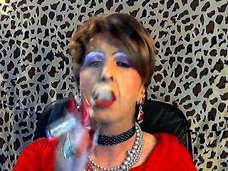 बहिन होमोसेक्सुअल अपने मालिक के लिए धूम्रपान करता है