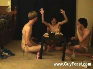 समलैंगिक सेक्स ट्रेस और विलियम उनके ताजा दोस्त ऑस्टिन के लिए के साथ एक साथ मिलता है