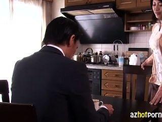 सुंदर एशियाई उसके पति को धोखा दे पत्नी