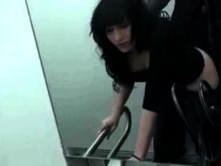 पहली बार सार्वजनिक शौचालय सेक्स