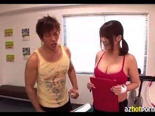 स्तन और गधा सबक के दौरान बहुत अच्छे लग रहे