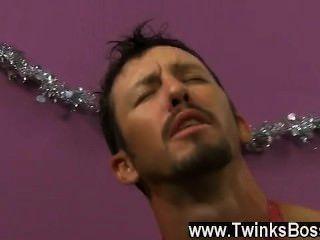 समलैंगिक वीडियो डैनी ब्रूक्स, अपने क्रिसमस बोनस पाने के लिए निराश है, भले ही