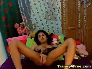 सेक्सी tranny उसे गर्म सफेद jizz unloads