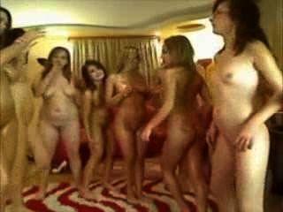 बहुत सारे सुपर लड़कियां के साथ सभी महिला समलैंगिक नंगा नाच