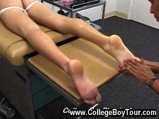 समलैंगिक वीडियो डॉ।phingerphuck मेरे पैर सहलाया और जब यह अलग महसूस किया है,
