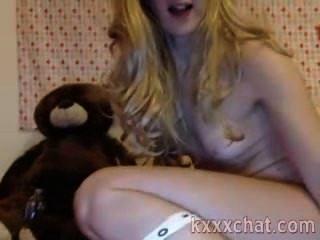 उसे गधे में क्रूर खिलौना के साथ सेक्सी गोरा
