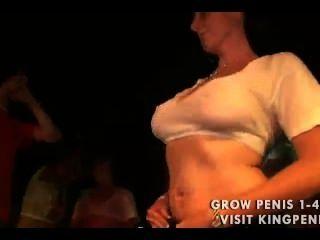 गीले टी शर्ट titties