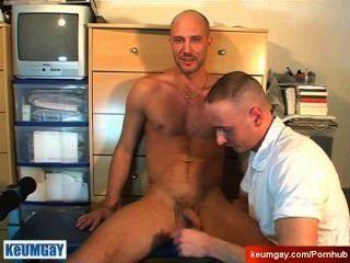 Str8 आदमी सेवित: दाऊद ने उस के बावजूद एक आदमी द्वारा चूसा मिल!