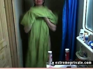 छिपे हुए कैमरे मेरी मां की बारिश करते हुए 44 साल