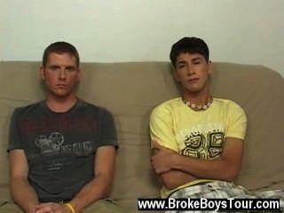 गर्म समलैंगिक यौन संबंध मैं लड़कों unclothed पाने के लिए शुरू किया था और वे ऐसा द्वारा किया