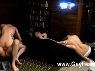 कट्टर समलैंगिक ट्रेस वान डे Kamp और एरिक tribold एक भोज का एक सा है